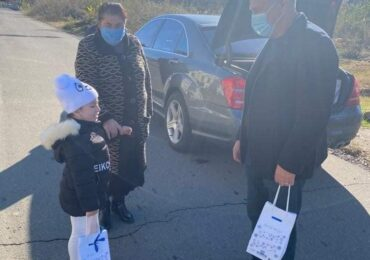 აფხაზეთის ავტონომიური რესპუბლიკის მთავრობის თავმჯდომარის მოადგილემ,  ანზორ მარგიანმა ბათუმში მცხოვრებ აფხაზეთიდან დევნილ ბავშვებს საახალწლო საჩუქრები  გადასცა